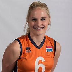 07-06-2016 NED: Jeugd Oranje meisjes <2000, Arnhem<br /> Photoshoot met de meisjes uit jeugd Oranje die na 1 januari 2000 geboren zijn / Hester Jasper