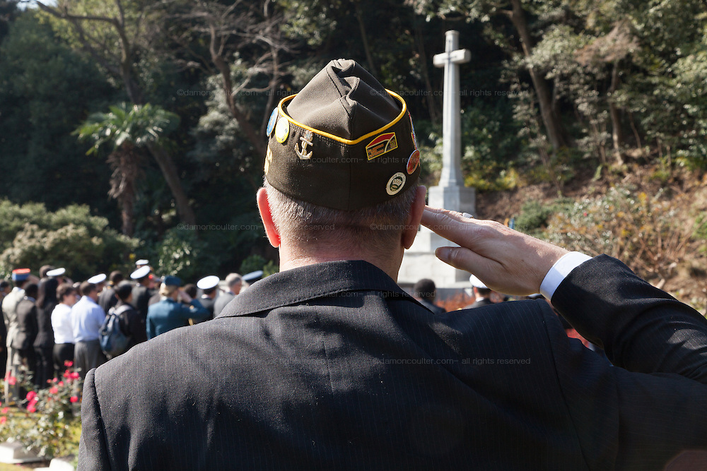 An American military veteran salutes during a ceremony for Remembrance Sunday at the Commonwealth War Graves Cemetery in Hodogaya, Yokohama, Japan. Sunday November 13th 2016. Each year representatives of the Commonwealth nations, along with American and other European nations that lost servicemen fighting the Japanese in World War 2, hold a multi-faith service of remembrance at this cemetery. This is the only cemetery for war dead in japan that is managed by the Commonwealth War Graves Commission.