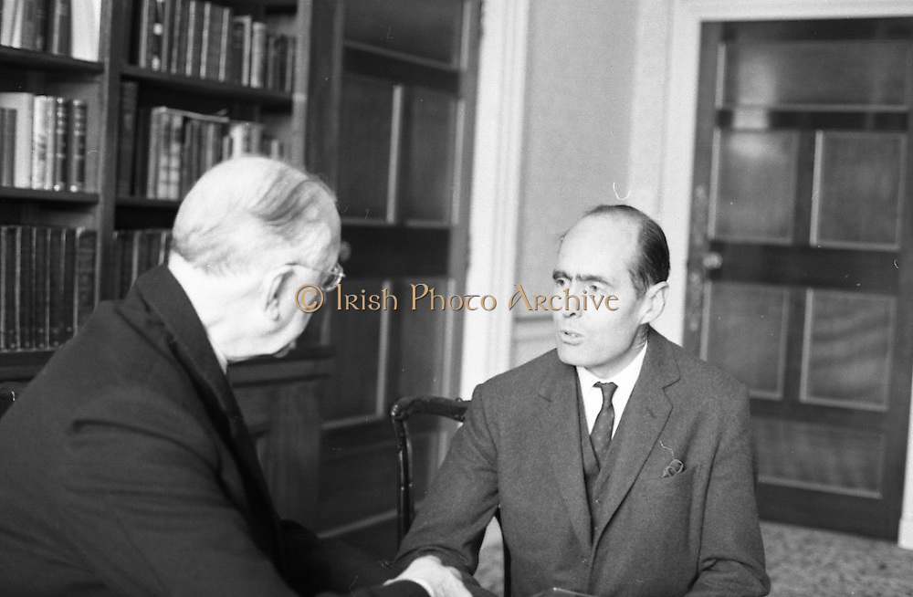 Group Captain Leonard Cheshire, famous World War hero and founder of the Cheshire Homes, visits President Eamon De Valera at Áras an Uachtarain.<br /> 13.10.1967