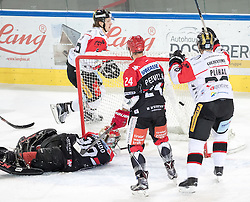 08.07.2016, Tiroler Wasserkraft Arena, Innsbruck, AUT, EBEL, HC TWK Innsbruck Die Haie vs HC Orli Znojmo, 8. Runde, im Bild 1:2 durch Radek Cip (Znojmo)// during the Erste Bank Icehockey League 8th Round match between HC TWK Innsbruck Die Haie and HC Orli Znojmo at the Tiroler Wasserkraft Arena in Innsbruck, Austria on 2016/10/08. EXPA Pictures © 2016, PhotoCredit: EXPA/ Johann Groder