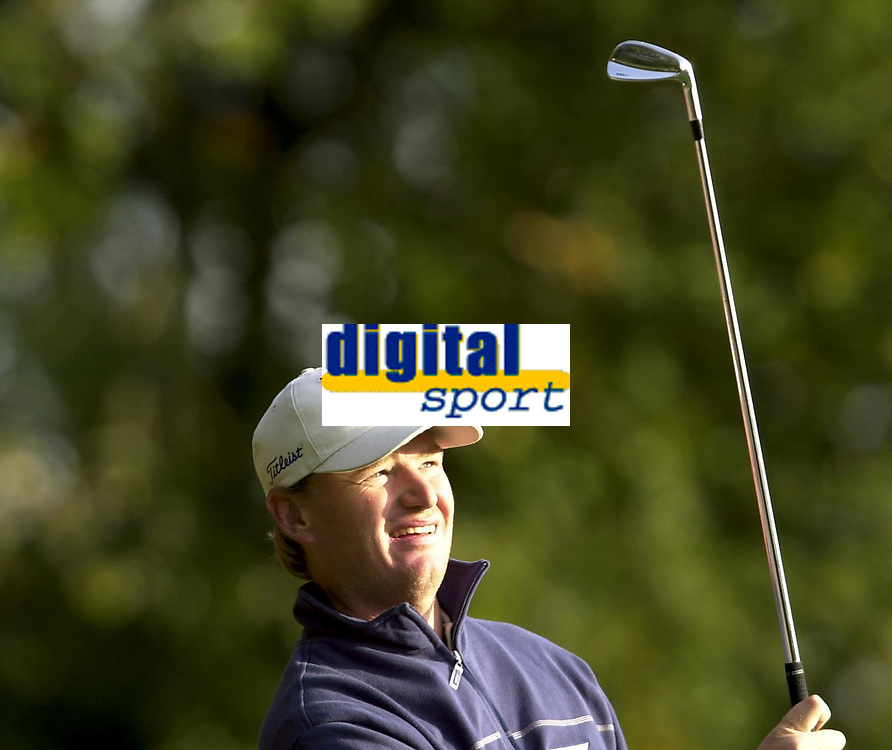 © Peter Spurrier/Sportsbeat Images <br />Tel +441494783165 email images@sbimages.co.uk<br />19/10/2003 - Photo  Peter Spurrier<br />2003 HSBC World Match Play Championship - Wentworth<br />Sunday - Final Day- Ernie Els v Thomas Bjorn:<br />Ernie Els, follow's the flight of his drive off the fourth.