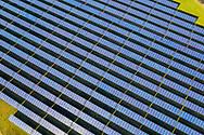 Nederland, Purmerend, 20190211<br /> Zonnepark Purmerend met 22.000 panelen leveren 5,6 MW op. CO2 reductie 2375 ton per jaar. Stroom voor 1400 huishoudens.<br /> <br /> Foto (c) Michiel Wijnbergh