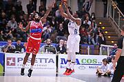 DESCRIZIONE : Trento Lega A 2015-16 Dolomiti Energia Trentino - Consultinvest Pesaro<br /> GIOCATORE : Jamarr Sanders<br /> CATEGORIA : Tiro<br /> SQUADRA : Dolomiti Energia Trentino - Consultinvest Pesaro<br /> EVENTO : Campionato Lega A 2015-2016 <br /> GARA : Dolomiti Energia Trentino - Consultinvest Pesaro<br /> DATA : 08/11/2015 <br /> SPORT : Pallacanestro <br /> AUTORE : Agenzia Ciamillo-Castoria/M.Gregolin<br /> Galleria : Lega Basket A 2015-2016 <br /> Fotonotizia : Trento Lega A 2015-16 Dolomiti Energia Trentino - Consultinvest Pesaro