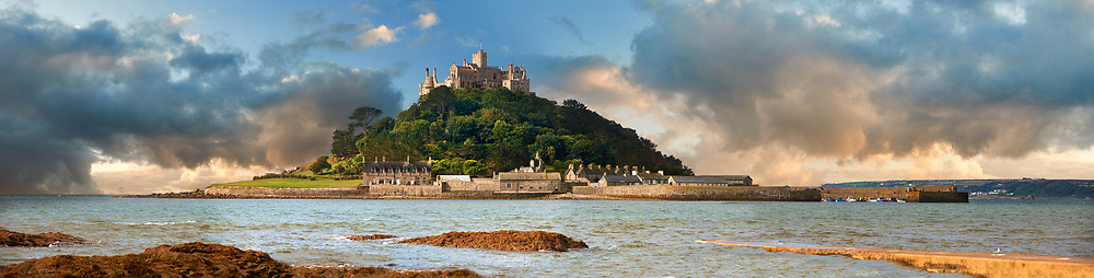 St Michael's Mount tidal island, Mount's Bay, Cornwall, England, United Kingdom. .<br /> <br /> Visit our ENGLAND PHOTO COLLECTIONS for more photos to download or buy as wall art prints https://funkystock.photoshelter.com/gallery-collection/Pictures-Images-of-England-Photos-of-English-Historic-Landmark-Sites/C0000SnAAiGINuEQ