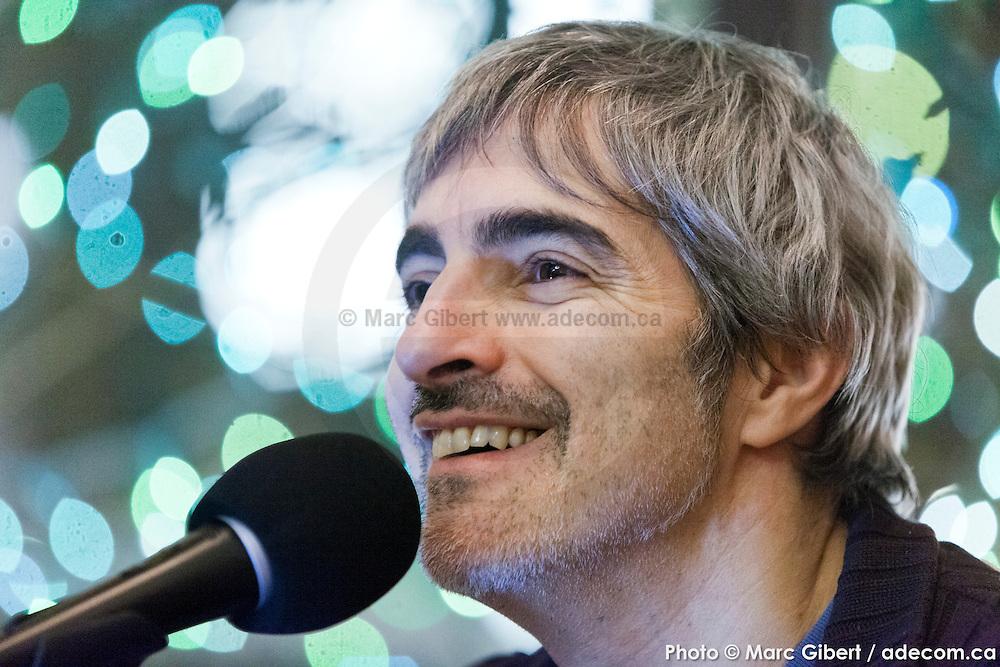 Portrait de Daran en direct lors de l'émission radiophonique Francophonie Express  à  Bar Alice de l'hôtel Omni / Montreal / Canada / 2015-02-03, Photo © Marc Gibert / adecom.ca