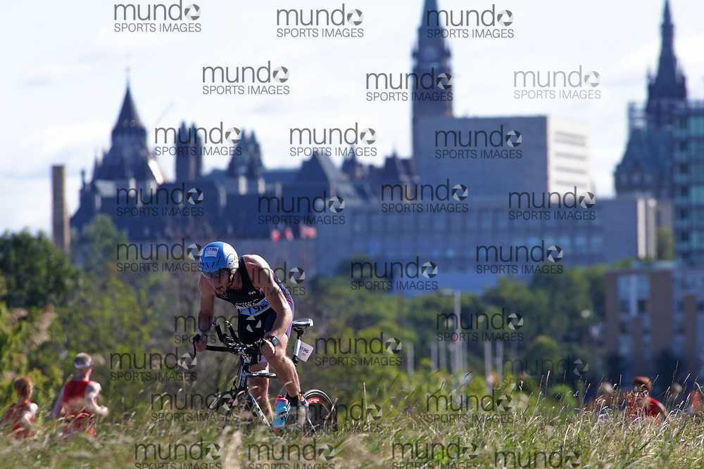 (Ottawa, Canada---10 August 2013)  Randy Hadzor (196)  of United States (USA) competing in the 25-29 Male AG International Triathlon Union 2013 World Duathlon Championships (10 km run- 40 km bike- 5km run).