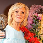 NLD/Amsterdam/20120610 -Uitreiking Johan Kaartprijs 2012, Tineke Schouten met de Johan Kaart prijs