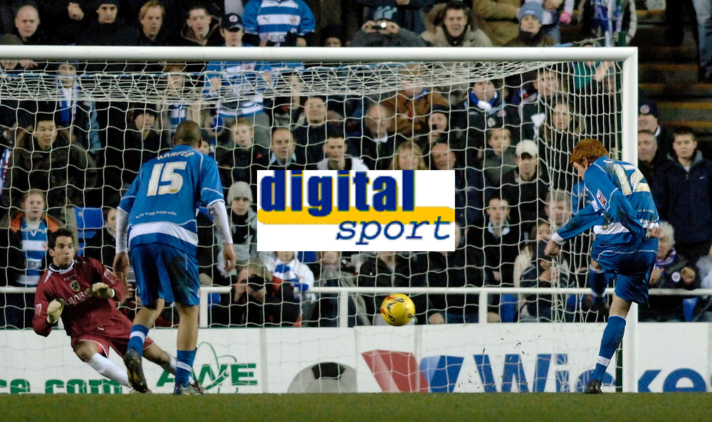 Photo: Daniel Hambury.<br />Reading v Cardiff City. Coca Cola Championship.<br />02/01/2006.<br />Reading's Dave Kitson (R) scores from the spot to make the score 5-1.