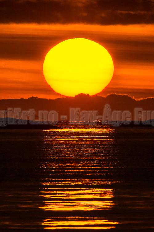 Sunset at Herøyfjord, Norway   Solnedgang i Herøyfjord, Norge.