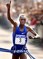 Friidrett. Rotterdam Maraton 21.04.2002.<br /> Simon Biwott fra Kenya.<br /> Foto: Ronald Hoogendoorn, Digitalsport