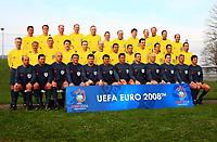 Fotball<br /> EM 2008<br /> 17.04.2008<br /> Foto: imago/Digitalsport<br /> NORWAY ONLY<br /> <br /> Teilnehmer des Schiedsrichter Workshops Euro 2008, vorn v. li.: Konrad Plautz (Österreich), Frank de Bleeckere (Belgien), Howard Webb (England), Manuel Mejuto Gonzalez (Spanien), Herbert Fandel (Deutschland), Kyros Vassaras (Griechenland), ...; ...Roberto Rosetti (Italien), Pieter Vink (Niederlande), Tom Henning Øvrebø (Norwegen), Lubos Michel (Slowenien), Peter Fröjdfeldt (Schweden), Massimo Busacca (Schweiz)