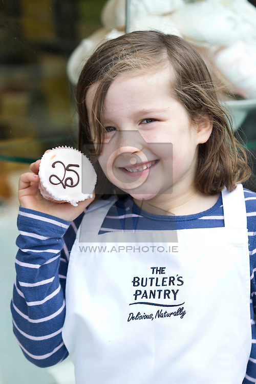 Repro Free: 10/11/2012.'Baker' Sadbh.Sabdh Farthing (6) Sandymount 'interning' for the day at the Butler's Pantry. .100% Irish owned and run, award winning purveyors of hand-made food, the Butler's Pantry celebrated their 25th Birthday this weekend. Pic Andres Poveda..For further information please contact : Ann-Marie Sheehan, Aspire PR, Telephone 087 298 5569 or email annmarie@aspire-pr.com