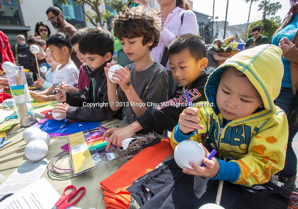 Kids make their own puppets before the First Annual L.A. Puppet Fest, ``Million Puppet March'' puppet parade at Third Street Promenade, Sunday, April 28, 2013 in Santa Monica, California. Photo by Ringo Chiu/PHOTOFORMULA.com).