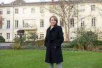 14 DEC 2020, BERLIN/GERMANY:<br /> Elke Buedenbender, Juristin und Gattin des Bundespraesidenten, im Garten von Schloss Bellevue<br /> IMAGE: 20201214-02-021<br /> KEYWORDS: Elke Büdenbender, First Lady