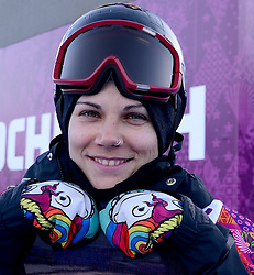 08-02-2014 SNOWBOARDEN: OLYMPIC GAMES: SOTSJI<br /> Snowboardster Cheryl Maas heeft zich bij Olympische Spelen in Sotsji niet rechtstreeks kunnen plaatsen voor de finale van het onderdeel slopestyle. Cheryl Maas toont de handschoenen met de regenboogvlag.<br /> ©2014-FotoHoogendoorn.nl<br />  / Sportida