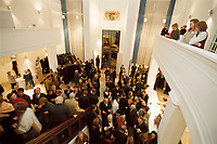 10 JAN 2001, BERLIN/GERMANY:<br /> Vertretung des Freistaates Bayern beim Bund, Eingangshalle, waehrend einem Empfang anlaesslich des Neujahrskonzertes<br /> IMAGE: 20010110-03/01-20<br /> KEYWORDS: Landesvertretung
