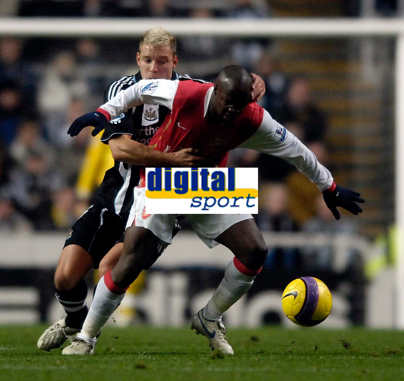 Photo: Jed Wee/Sportsbeat Images.<br /> Newcastle United v Arsenal. The FA Barclays Premiership. 05/12/2007.<br /> <br /> Newcastle's Alan Smith (L) tries to get to grips with Arsenal's Lassana Diarra.