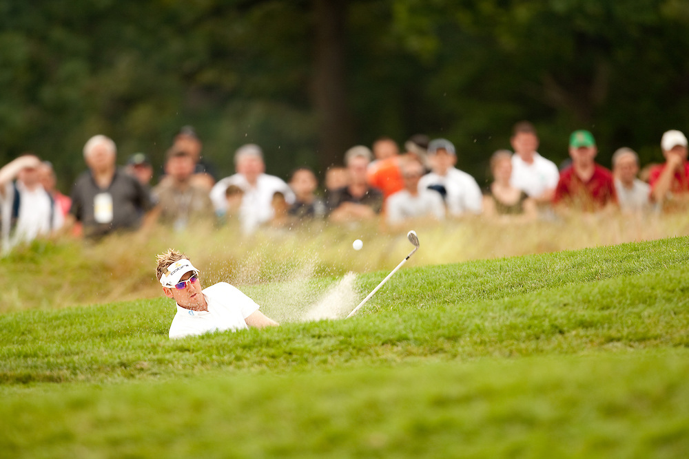 FARMINGDALE, NY - JUNE 20:  Ian Poulter hits his shot out of a bunker during the continuation of the second round of the 109th U.S. Open Championship on the Black Course at Bethpage State Park on Saturday, June 20, 2009. (Photograph by Darren Carroll) *** Local Caption *** Ian Poulter