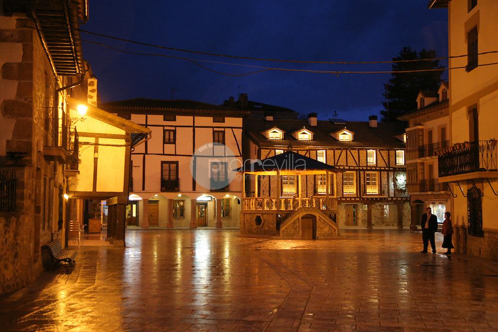 Plaza Conde Torremúzquiz. Plaza Mayor de Ezcaray. La Rioja ©Daniel Acevedo / PILAR REVILLA