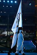Die Olympiafahne wird aus dem Stadion getragen  © Thomas Oswald/EQ Images