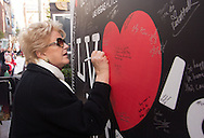 Las Vegas Mayor Carolyn Goodman writes a message to those effected by Hurricane Sandy as part of Red Cross fundraising event at the New York New York Casino.