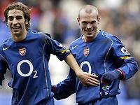 Fotball<br /> FA-cup 2005<br /> 5. runde<br /> Bolton v Arsenal<br /> 12. mars 2005<br /> Foto: Digitalsport<br /> NORWAY ONLY<br /> Arsenal goal scorer Freddie Ljunberg enjoys victory with teammate Mathieu Flamini at the end