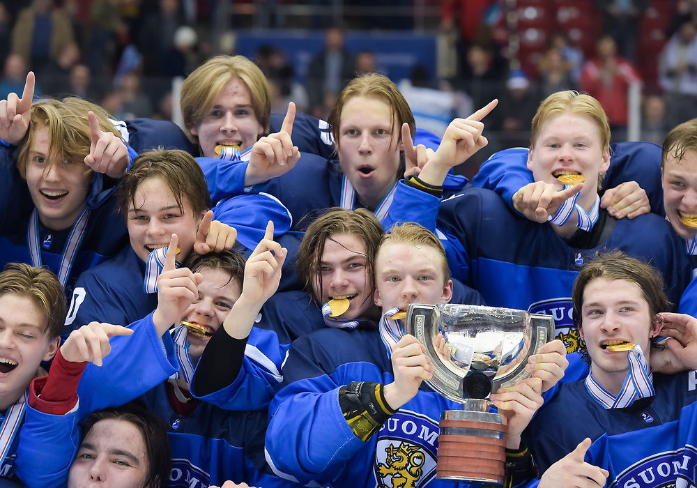 CHELYABINSK, RUSSIA - APRIL 29: Finland players celebrating with the championship trophy following a 3-2 gold medal game win against the U.S. at the 2018 IIHF Ice Hockey U18 World Championship. (Photo by Steve Kingsman/HHOF-IIHF Images)