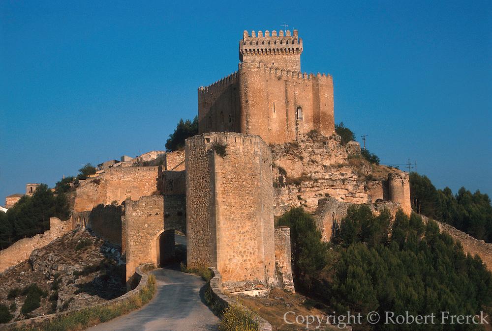 SPAIN, LA MANCHA, ALARCON castle and Nat. Parador above Rio Jucar