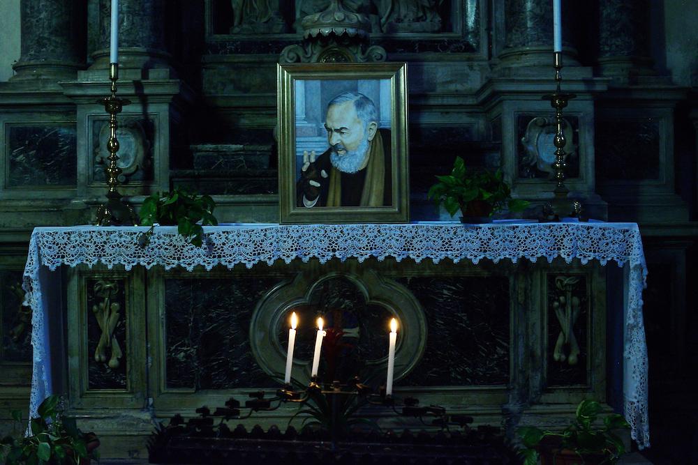 Declining light on Padre Pio, Santa Maria della Fava, Venezia 2015.