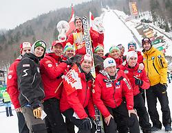 24.03.2013, Planica, Kranjska Gora, SLO, FIS Ski Sprung Weltcup, Skifliegen, Gesamtwertung , im Bild Gesamtweltcupsieger Gregor Schlierenzauer (AUT) mit dem gesammten Skisprungteam Oesterrreich // Overall Winner Gregor Schlierenzauer of Austria with his Team after of the FIS Skijumping Worldcup Flying Hill, Planica, Kranjska Gora, Slovenia on 2013/03/24. EXPA Pictures © .2012, PhotoCredit: EXPA/ Juergen Feichter