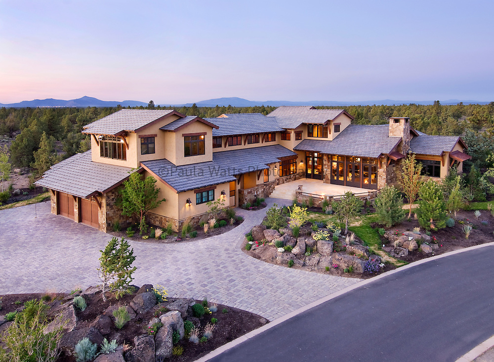 Oregon Mountain lodge residence exterior with view