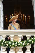 Prinsjesdag 2013 Koningin Máxima groet het publiek vanaf het bordes van Paleis Noordeinde.<br /> <br /> Budget Day 2013 Queen Máxima greeting the public from the balcony of Noordeinde Palace.