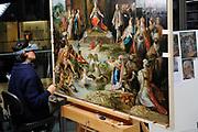Staatsbezoek van de President van Slowakije , Zijne Excellentie president Ivan Gasparovic en zijn echtgenote Silvia Gasparovicova.<br /> <br /> Statevisit of the President of  Slowakije Ivan Gasparovic and his wife  Silvia Gasparovicova.<br /> <br /> Op de foto/ On the photo: <br /> <br />  Restauratoren aan het werk in het restauratieafdeling van het Rijksmuseum  <br /> <br /> Restorers at work in the restoration department of the National Museum