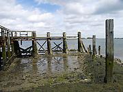 Overblijfselen aanlegsteiger bij Kats, Zeeland - Remains of a pier, landing-stage, Kats Zeeland, Netherlands