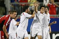 Fotball<br /> VM U20 Canada<br /> 01.07.2007<br /> Foto: imago/Digitalsport<br /> NORWAY ONLY<br /> <br /> Chile<br /> Torjubel Chile U 20, v.re.: Carlos Carmona, Torschütze Jaime Grondona und Nicolas Larrondo