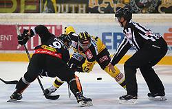 13.09.2015, Albert Schultz Halle, Wien, AUT, EBEL, UPC Vienna Capitals vs Dornbirner Eishockey Club, 2. Runde, im Bild v.l. James Arniel (Dornbirner EC), Michael Schiechl (UPC Vienna Capitals) und ein Referee // during the Erste Bank Icehockey League 2nd round match between UPC Vienna Capitals and Dornbirner Eishockey Club at the Albert Schultz Halle in Wien, Austria on 2015/09/13. EXPA Pictures © 2015, PhotoCredit: EXPA/ Thomas Haumer