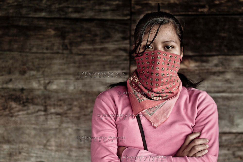 Young woman of the good government. There is no minimal age to be part of the junta. <br /> Joven mujer de la del buen gobierno. No hay una edad minima para ser parte de la junta.