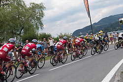 08.07.2017, Wels, AUT, Ö-Tour, Österreich Radrundfahrt 2017, 6. Etappe von St. Johann/Alpendorf nach Wels (203,9 km), im Bild das Feld der Fahrer am Attersee, Oberösterreich // the peleton at lake Attersee Upper Austria during the 6th stage from St. Johann/Alpendorf to Wels (203,9 km) of 2017 Tour of Austria. Wels, Austria on 2017/07/08. EXPA Pictures © 2017, PhotoCredit: EXPA/ Reinhard Eisenbauer