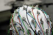 Nederland, Nijmegen, 8-5-2007Kap met elektroden voor het maken van een EEG bij een proefpersoon.Hersenonderzoek van het NICI, instituut voor cognitieve wetenschappen aan de Radboud universiteit nijmegen, RU, FC Donderscentrum. Foto: Flip Franssen