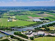 Nederland, Utrecht, Houten, 27-05-2020; Schalkwijkse Spoorbrug, Schalkwijksebrug (verkeersbrug), beiden over Amsterdam-Rijnkanaal, nabij Houten.<br /> Schalkwijkse Spoorbrug, Schalkwijksebrug (traffic bridge), both across the Amsterdam-Rhine Canal, near Houten.<br /> <br /> luchtfoto (toeslag op standaard tarieven);<br /> aerial photo (additional fee required)<br /> copyright © 2020 foto/photo Siebe Swart