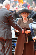 Koningin Beatrix heropent het Rijksmuseum na een verbouwing van bijna tien jaar.<br /> <br /> Queen Beatrix reopens the the Rijksmuseum after renovations of almost ten years.<br /> <br /> Op de foto / On the photo:  Aankomst Koningin Beatrix / Arrival of Queen Beatrix