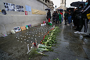 """London, United Kingdom, May 18, 2021: People light candles, lay flowers and wrote messages on wallpapers during a """"Vigil for Palestine"""" outside National Gallery in central London on Tuesday, May 18, 2021. The overall death toll in the territory now stands at 200, including 59 children and 35 women, with 1,305 injured, according to the Hamas-run health ministry. Israel says more than 130 militants are among the dead - but Hamas has not recognised this. International calls for a ceasefire have continued to mount. (Photo by Vudi Xhymshiti/VXP)"""