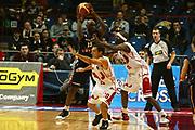 DESCRIZIONE : Milano Lega A1 2005-06 Armani Jeans Milano Lottomatica Virtus Roma <br /> GIOCATORE : Ekezie <br /> SQUADRA : Lottomatica Virtus Roma <br /> EVENTO : Campionato Lega A1 2005-2006 <br /> GARA : Armani Jeans Milano Lottomatica Virtus Roma <br /> DATA : 21/01/2006 <br /> CATEGORIA : Passaggio <br /> SPORT : Pallacanestro <br /> AUTORE : Agenzia Ciamillo-Castoria/G.Ciamillo