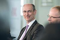 """06 JUN 2018, BERLIN/GERMANY:<br /> Thomas Weber, Geschaeftsfuehrer der EAM GmbH & Co. KG27. BBH-Energiekonferenz """"Die Energiewende"""", Franzoesische Friedrichstadtkirche<br /> IMAGE: 20180606-01-213"""