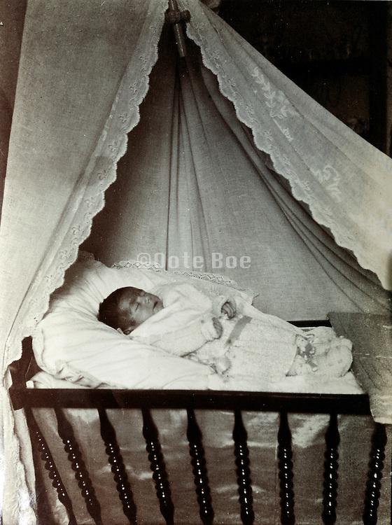 memorial portrait of dead baby in crib 1929
