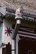 Romania. painted house  bucovine       / maisons peintes, cigognes  bucovine  Roumanie  / 304416/39    L940429d    /  P0000984