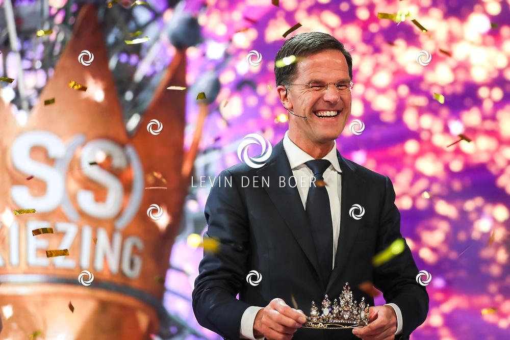 AMSTERDAM - Ministe-president Mark Rutte mocht de winnares van de Mis(s)verkiezing 2017 kronen tijdens de live uitzending. Met hier op de foto Minister-President Mark Rutte. FOTO LEVIN & PAULA PHOTOGRAPHY VOF