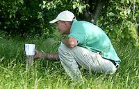 LEUSDEN -  Out of bounds of niet voor  golfer Joost Steenkamer    Stern Open 2003 op de Hoge Kleij. COPYRIGHT KOEN SUYK