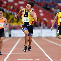 Mark Lee (#143, center) of Anglo-Chinese School (Independent) finishes first in the C Division boys' 100m final with a timing of 11.59s. (Photo © Eileen Chew/Red Sports)