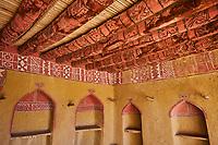 Sultanat d'Oman, gouvernorat de Ad-Dakhiliyah, les monts Hajar, le vieux village en pisé de Al Hamra au pied du Djebel Shams, maison-musée Bait Al Safah // Sultanate of Oman, Ad-Dakhiliyah Region, village of Al Hamra, Bait Al Safah museum
